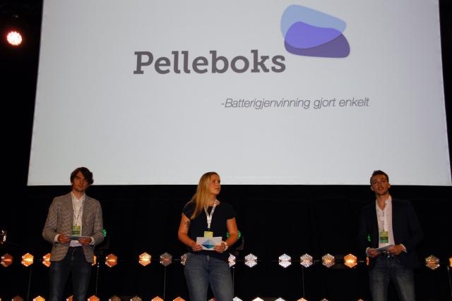 Raymon Bjøntegaard, Ingrid Stavland Reppe og Ernes Cereku vant konkurransen om beste utviklingsidé med en panteordning for batterier.