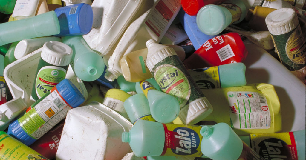 Det koster kommunene dyrt å samle inn og sortere plastemballasje. Men i dagens situasjon er det også dyrt for Grønt Punkt Norge å få den materialgjenvunnet.