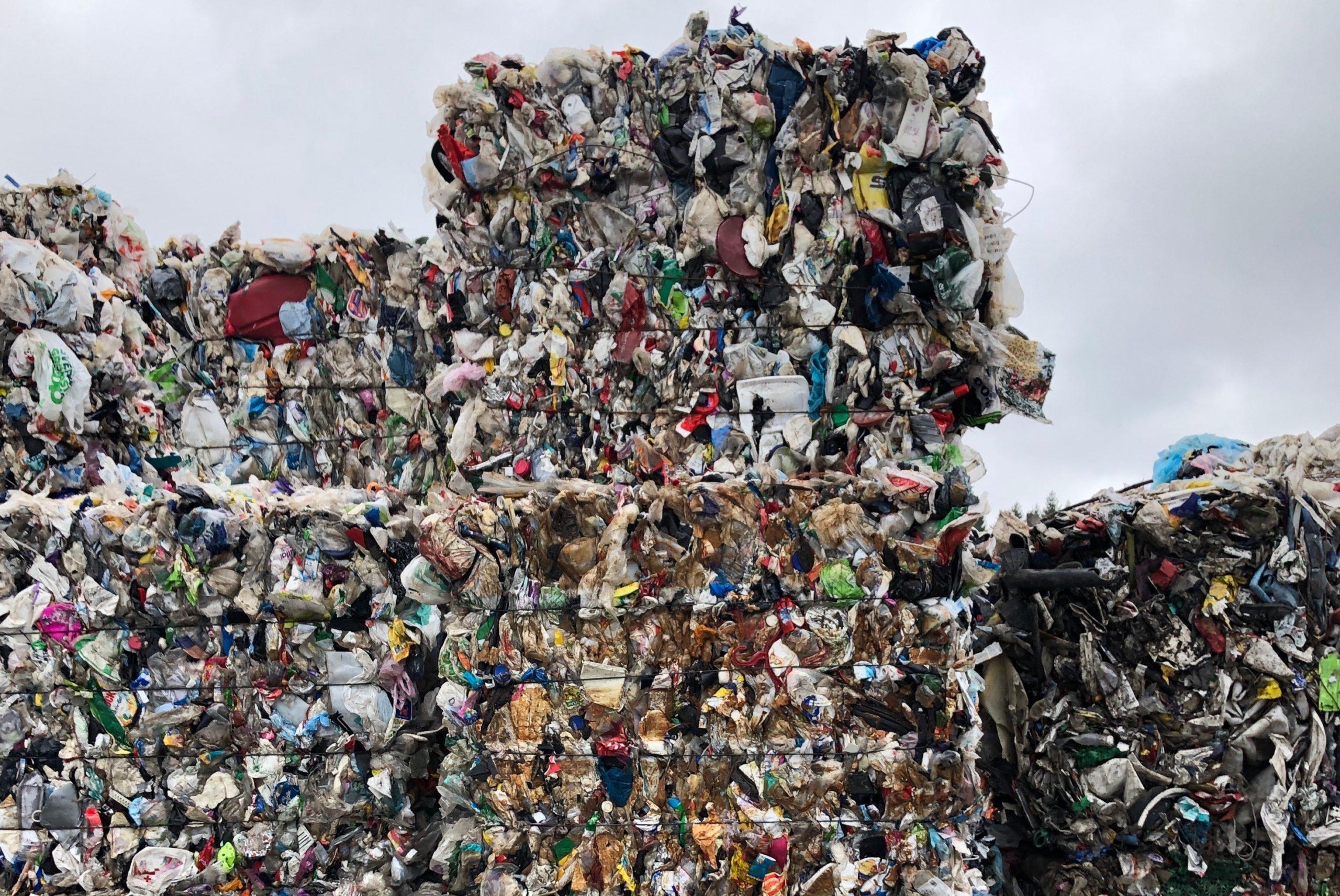 Etter at Kina sluttet å importere mixed plastic hoper denne fraksjonen seg opp i hele Europa.