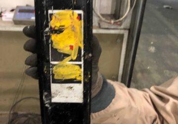 Dette batteriet lå i restavfallet og forårsaket et eksplosivt branntilløp hos ROAF onsdag 19.juni. Foto: ROAF.