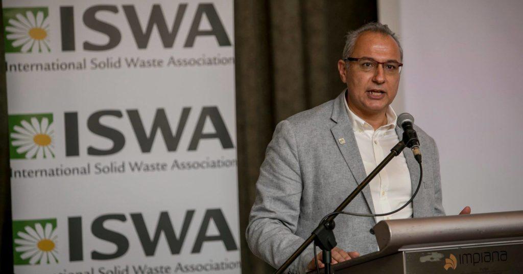 ISWA-president Antonis Mavropoulos delte sine framtidsvisjoner i et totimers foredrag i Avfall Norges lokaler.