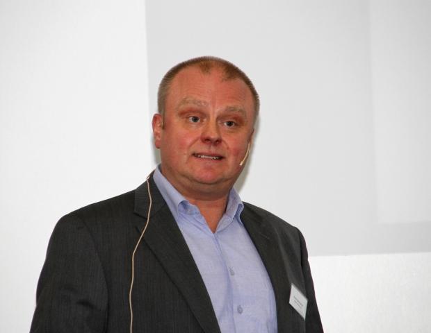 Svein Erik Rødvik fra Grønt Punkt Norge gjorde ingen forsøk på å skjønnmale de alvorlige problemene med å få avsatt innsamlet plast. Foto: Astri Kløvstad.