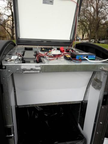 Slik ser en intelligent avfallsbeholder ut innvendig. Foto: Anders Høilund, VårtOslo.