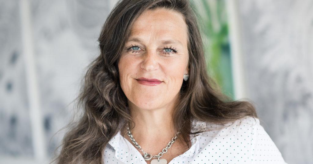 Adm. dir. Jaana Røine i Grønt Punkt Norge ber myndighetene om hjelp for å opprettholde materialgjenvinningen av plastemballasje.