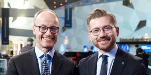 En av dem som kan være virkelig fornøyd med innretningen av den grønne krisepakken er Enova-direktør Nils Kristian Nakstad. Her sammen med klima-og miljøministeren under Enova-konferansen i januar.