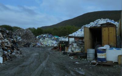 Ingen synlige tegn til opprydning da Fylkesmannen var på befaring i oktober 2019. Foto: Fylkesmannen i Møre og Romsdal.