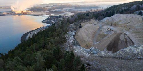 LEKKASJE: Miljødirektoratet truer med å stenge dette askedeponiet som Norske Skog Skogn benytter på Valum, snaue tre kilometer sørøst for fabrikken.  FOTO: ANDERS VINJE