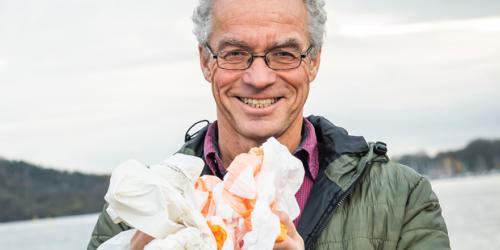 """Rasmus Hansson håper """"plastposepengene"""" vil bidra til å få i gang markedet for resirkulert plast. Foto: Handelens Miljøfond."""