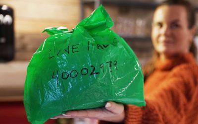 POSELODD: Om innbyggerne i ROAF-kommunene sørger for at matavfallet havner i den grønne posen og skriver navn og nummer på den, har de muligheten til å vinne gavekort på dagligvarer.