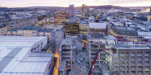 Teltet til venstre i bildet ble nylig tatt ned etter over fem år i regjeringskvartalet i Oslo. Foto Hans Fredrik Asjørnsen